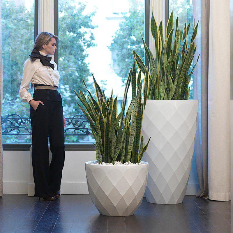 Des pots design pour une touche d'élégance dans vos espaces.